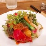 LEVEL - ⚫無農薬野菜と京風味噌ドレッシングのサラダ