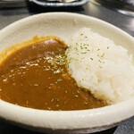 名古屋 焼肉きらく - しめご飯は カレー