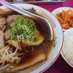 豚菜館 - 料理写真:醤油:中&ゴハン小&キムチ♪