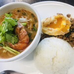 マンゴツリーカフェ - ガパオライス+トムヤン麺