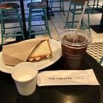 シアターコーヒー - パストラミとモッツァレラのホットサンドセット800円
