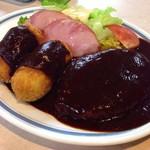 キッチンV - ハンバーグとコロッケの盛り込み(ごはん・味噌汁付)1740円