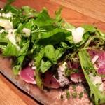 bar Caiotto - かる~くたたきにした長崎産ヨコワマグロのカルパッチョ じゃが芋のタルタルと山芋、オクラのサラダ仕立て西洋ワサビ風味