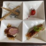 中華バルSAISAI。 - 前菜 プチトマトリキュールマリネ、合鴨の炙り、 棒餃子、ごぼうスティック。