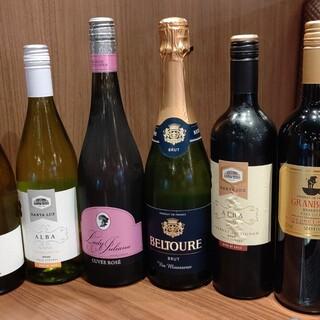 俺のシリーズの代名詞。豊富な品揃えのワインも店のウリ