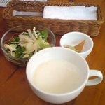 CHAPS - スープとサラダとワカモレ
