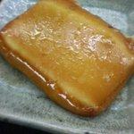 蔵元屋 - 炙り燻製チーズ(200円)