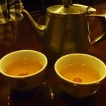 15680914 - 温かいジャスミン茶  サービスです