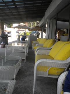 カメハメハ大王の渚 - 海に向いたソファー席