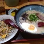 らーめんやな川 - ラーメン+半チャン¥800