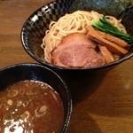 澤 - 移転後初訪問。中太のパスタチックな麺がなかなかおもしろい。あっという間に完食。