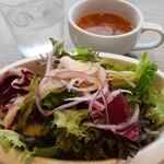 156841516 - ピザランチにセットのサラダとスープ