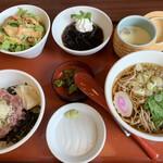 和風レストラン まるまつ - 相方はまたまたたくさん並んでいる「こぶり丼セット」・・・(・∀・i)タラー・・・