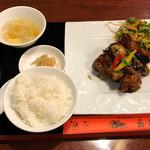 チャイナダイニング飛天 - 黒酢のミルフィーユ酢豚ランチ990円