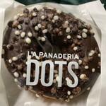 ラ・パナデリーア - ダブルチョコクリーム・ドッツ@280  マイルドな味わいのチョコレートをコーティングにもクリームにも使用してます。