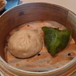 中国飯店 麗穂 - 春菊を使った蒸し餃子と小籠包