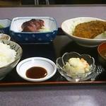 15687200 - この日の日替り定食650円(かつを刺身、わらさのフライ、ポテトサラダ、まぐろ煮、野沢菜、わかめと豆腐の味噌汁、ご飯)