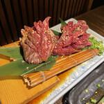 あか牛焼肉専門 和牛一頭流 肉萬 - ドラゴンサガリ