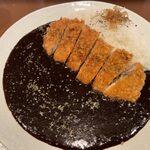 156877046 - 「黒辛カレー」780円+「カツトッピング」330円