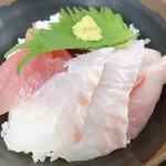 おわせ魚食堂 - 地魚丼