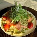 ROASTERY CAFE GARASHA RORO - 夏から初秋の生パスタ♪ 天然紅鮭のスモークサーモンと浦佐のダンディー農家さん「佐々木農園産」トマトのクリーム