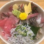 すし・魚処 のへそ  - 駿府湾地魚海鮮丼