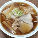川柳 - 料理写真:ワンタン麺(750円也) 大ぶりワンタンが5個も!