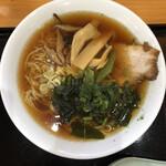 鈴ひろ庵 - トッピングは、椎茸、シナチク、サヤインゲン、チャーシュー、そして行者ニンニク。
