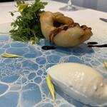 156909446 - 鱧のベニエ、バルサミコ酢のソース                         鱧のタマゴ、コンソメ、生クリームのアイスクリーム