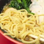 横濱家系ラーメン 勝鬨家 - 麺