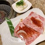 焼肉 平城苑 - サーロイン焼肉寿司 2貫