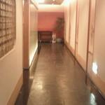 15694464 - 広い廊下