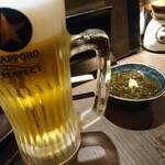 炭火やきとり 萩 - 生ビールとお通しのもずく酢
