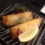 酒肴旬漁 狸穴 - 牡蠣の味噌チーズ春巻き 520円。