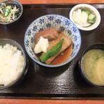 鍋横 赤燈 - 豚角煮定食