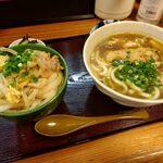 花千里 - 料理写真:親子丼の野菜は入れすぎちゃったそうです