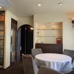 156957717 - 落ち着いた大人の空間。4席だけの贅沢なフレンチレストランです。