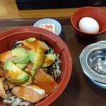 すき家 - 料理写真:アボカドユッケサーモン丼