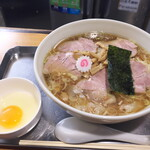 日吉 大勝軒 - チャーシューワンタンメン1150円と生卵50円