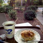 ミュージアムカフェ坂 - ブレンドコーヒーS 200円 パン 160円