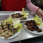 ひよし - 料理写真:ハーイお待ちどう様!ねぎま タン レバーたれ焼 熱いから気をつけて召し上がれ!