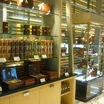 ザ・リッツ・カールトン カフェ&デリ - ちょっとしたギフトにも最適な品々が・・・。