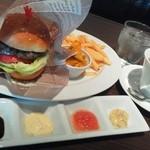 イントゥーザトワイライト - 料理写真:ランチ。バーガーSサイズ