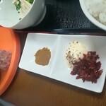 定食屋さん千 - カレー塩と辛味ダレ