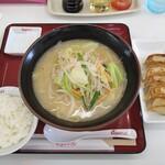 くるまやラーメン  - やさいラーメン 830円 餃子 240円 ライス無料
