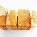 パンの店 ガッタン・ゴットン - 2個並べてみました。