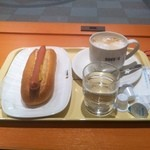 ドトールコーヒーショップ - 今日のコーヒータイムは、カフェラテとジャーマンドックをいただきました。