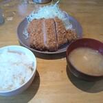 洋食工房パセリ - ロースかつ定食(L)。