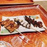 にょろ助 - 鰻串焼盛り 3本 1760円 たんざく、くりから、肝
