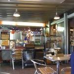 ペパカフェ・フォレスト - 店内には屋台もあります